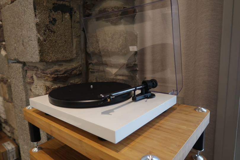 PRO-JECT Debut Carbon USB Blanche